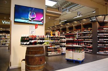 Digital signage example: Shopping experience